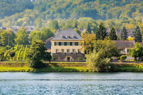 Wein- und Landhaus S A Prüm