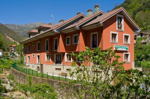 Jardín al aire libre en Apartamentos Puente La Molina