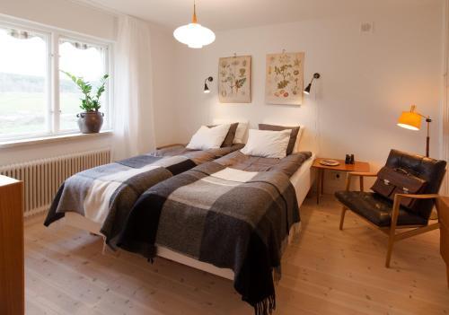 Säng eller sängar i ett rum på Fengers Husrum