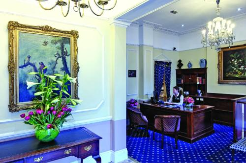 The lobby or reception area at Grange Blooms Hotel