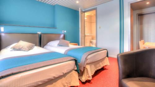 A bed or beds in a room at Hotel Le Terminus