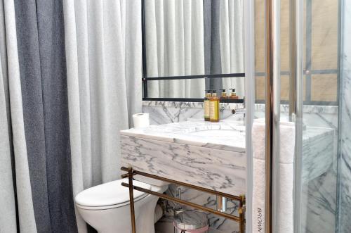 Um banheiro em Browns Boutique Hotel