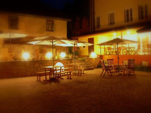 A restaurant or other place to eat at Hotel Kandava