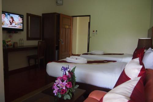 A bed or beds in a room at Ruen Narisra Resort