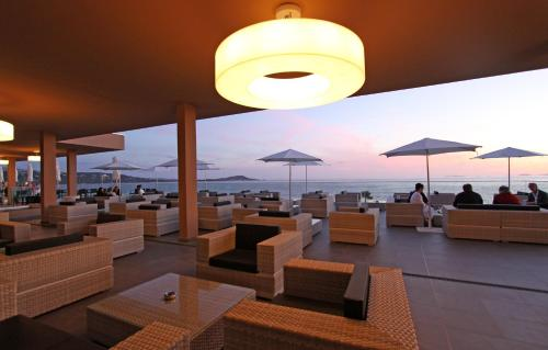 A restaurant or other place to eat at Radisson Blu Resort & Spa, Ajaccio Bay