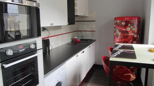 Kuchnia lub aneks kuchenny w obiekcie StudioSpanie Apartament Modern