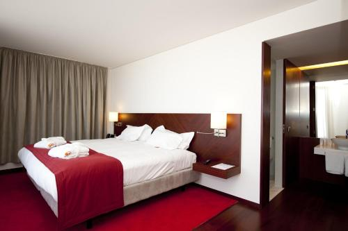 A bed or beds in a room at Pousada De Viseu