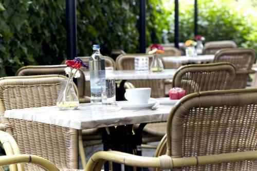Un restaurante o sitio para comer en Campanile Hotel & Restaurant Amersfoort