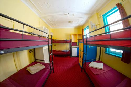 A bunk bed or bunk beds in a room at The Jolly Swagman Sydney
