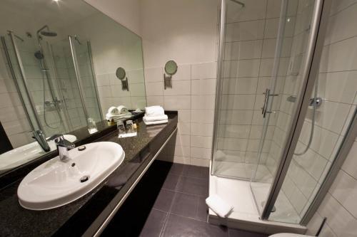Ein Badezimmer in der Unterkunft Hotel Eyberg