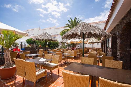 A restaurant or other place to eat at Ona Los Claveles