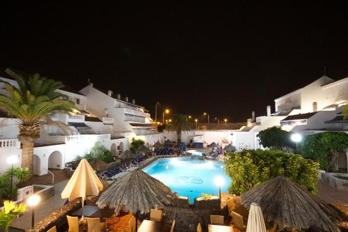 A view of the pool at Ona Los Claveles or nearby