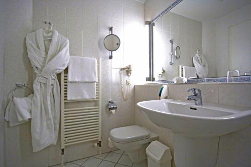 A bathroom at Seehotel Zeuthen