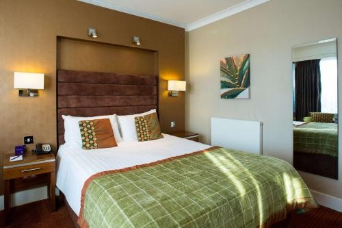 A bed or beds in a room at The Hampshire Court Hotel - QHotels