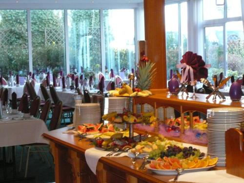 A restaurant or other place to eat at AXXON Hotel