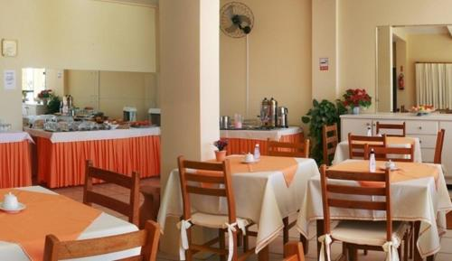 A restaurant or other place to eat at Hotel Joao de Barro
