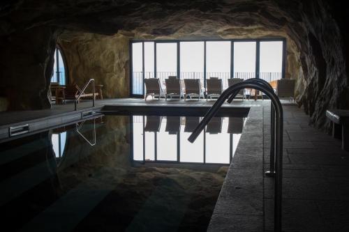 The swimming pool at or close to Castello di Guarene