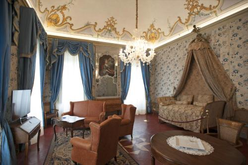 A seating area at Castello di Guarene