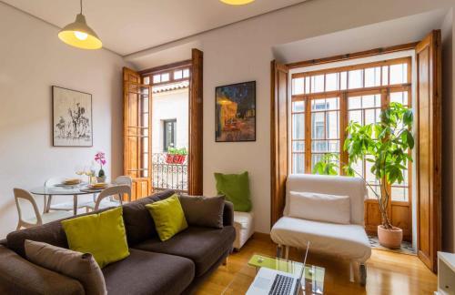A seating area at La Casa del Conde de Gelves Apartments