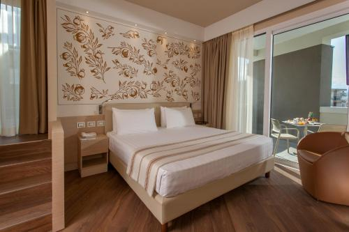 A bed or beds in a room at Hotel Imperiale Rimini