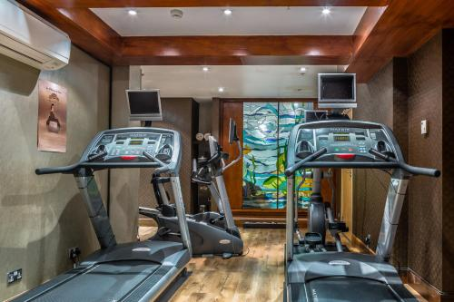 The fitness center and/or fitness facilities at Courthouse Hotel London