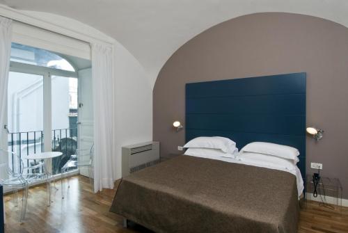 Letto o letti in una camera di Hotel Piazza Bellini & Apartments