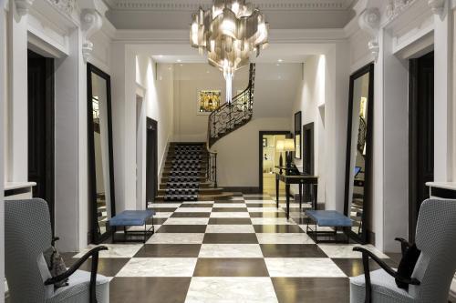 The lobby or reception area at Hôtel Mont-Blanc Chamonix