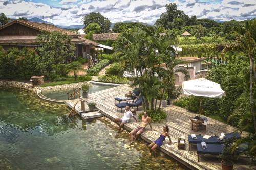 Uitzicht op het zwembad bij Reverie Siam of in de buurt