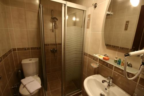 A bathroom at Art City Hotel Istanbul