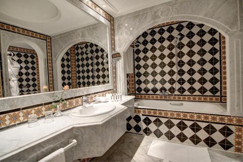 ホテル ラ メゾン ブランシェにあるバスルーム