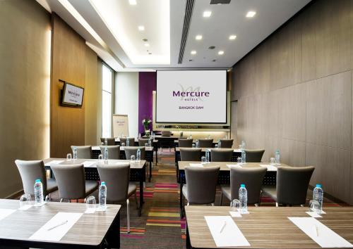 The business area and/or conference room at Mercure Bangkok Siam