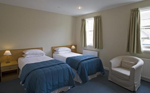 Un ou plusieurs lits dans un hébergement de l'établissement St Clair Hotel