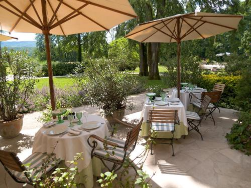 A restaurant or other place to eat at Chateau De Germigney