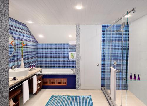 Ванная комната в Avani Barbarons Seychelles Resort