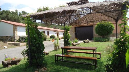 Jardín al aire libre en Albergue Rural Econatur
