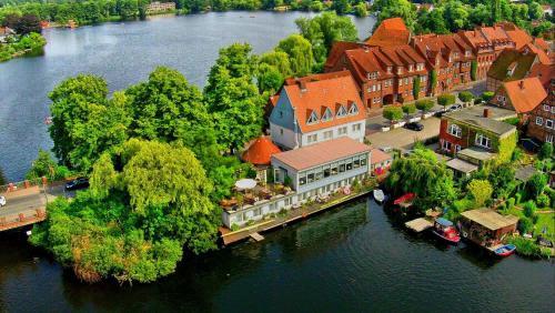 Restaurant und Hotel Zum Weissen Ross с высоты птичьего полета