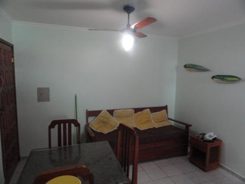 A restaurant or other place to eat at Apartamento Porto Seguro