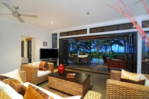 The lounge or bar area at Bramston Beach - Luxury Holiday House