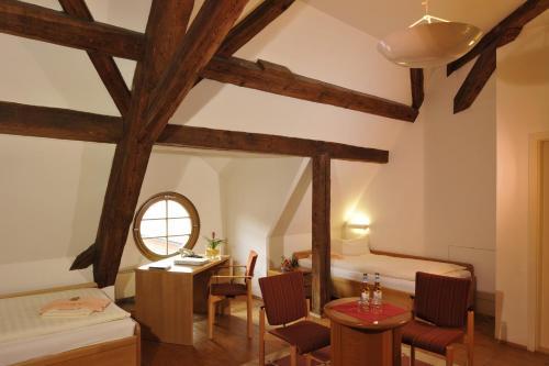 Ein Sitzbereich in der Unterkunft Gästehäuser St. Marienthal
