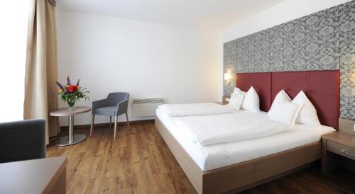 Ein Bett oder Betten in einem Zimmer der Unterkunft Hotel Weingut Rosenhof