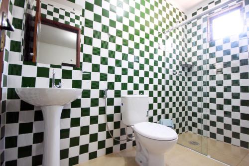 Um banheiro em Pousada Esmeralda Olímpia
