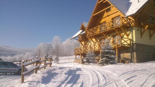 Obiekt Gościniec Leszczyniec zimą