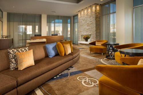 The lounge or bar area at Fairfield Inn and Suites by Marriott Nashville Downtown/The Gulch