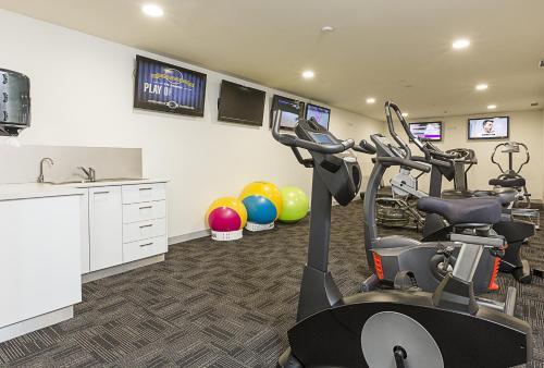 Das Fitnesscenter und/oder die Fitnesseinrichtungen in der Unterkunft Canberra Rex Hotel