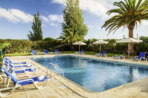 A piscina em ou perto de Hotel ibis Faro Algarve