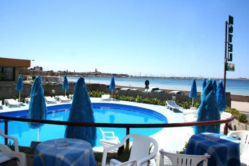 Der Swimmingpool an oder in der Nähe von Hotel Soleado