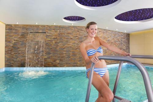 Der Swimmingpool an oder in der Nähe von Best Western Hotel Hohenzollern