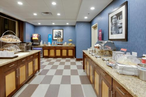 A restaurant or other place to eat at Hampton Inn & Suites Philadelphia/Bensalem