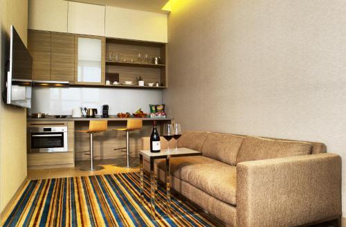 Küche/Küchenzeile in der Unterkunft One Farrer Hotel (SG Clean, Staycation Approved)