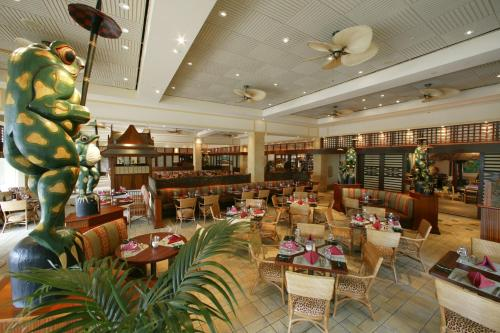 A restaurant or other place to eat at Universal's Loews Royal Pacific Resort